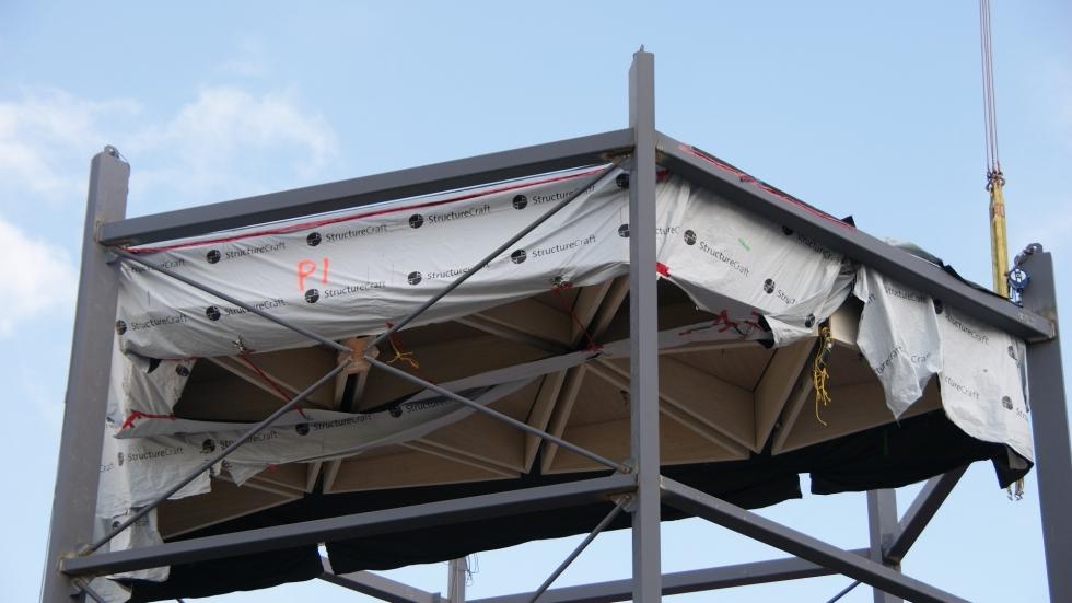 Nous en avons profité pour faire installer tous les câbles nécessaires dans le haut des caissons.