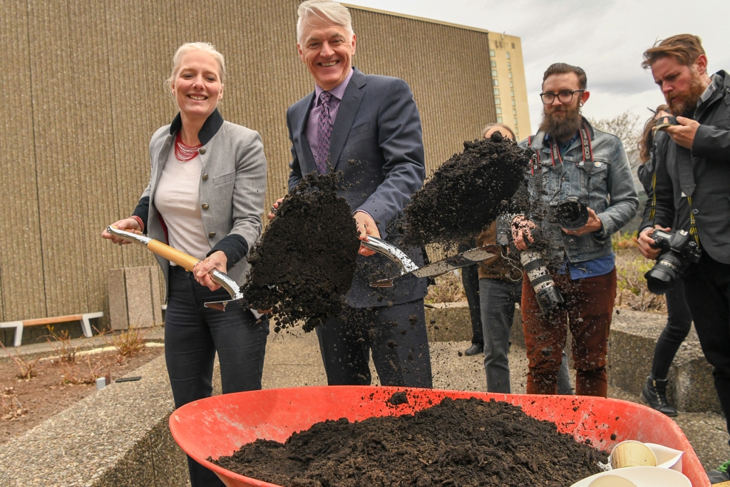 Former Environment and Climate Change Minister Catherine McKenna and Christopher Deacon, President and CEO of the National Arts Centre, unveiling the NAC's compost program on May 9, 2019. © Fred Cattroll