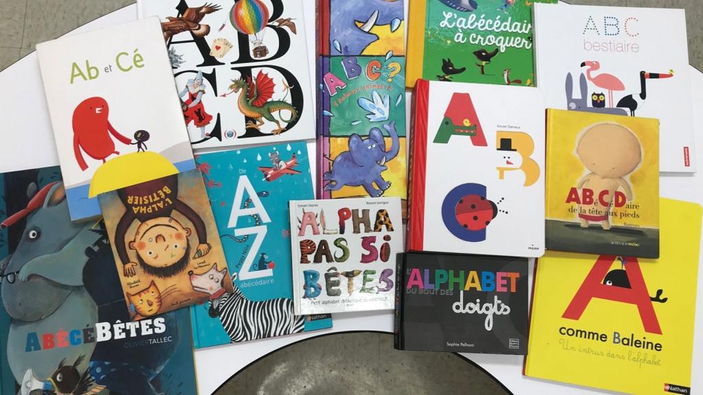 © https://enseignerlitteraturejeunesse.com/2020/10/07/top-15-des-abecedaires-pour-petits-et-grands/